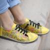 Kép 1/4 - GITA bohemian SÁRGA VIRÁGOS kézműves bőr cipő