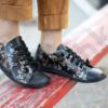 Kép 1/2 - GITA bohemian FEKETE VIRÁGOS kézműves bőr cipő