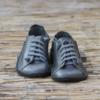 Kép 1/3 - GITA bohemian GLAMSZÜRKE kézműves bőr cipő