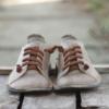 Kép 3/4 - GITA bohemian HOMOK kézműves bőr cipő