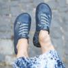 Kép 2/3 - GITA bohemian KÉKESSZÜRKE kézműves bőr cipő