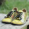 Kép 2/4 - GITA bohemian SÁRGA VIRÁGOS kézműves bőr cipő