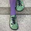 Kép 2/3 - GITA bohemian ZÖLD VIRÁGOS kézműves bőr cipő