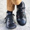 Kép 3/4 - GITA boots FEKETE VIRÁGOS kézműves bőr cipő