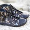 Kép 4/4 - GITA boots FEKETE VIRÁGOS kézműves bőr cipő