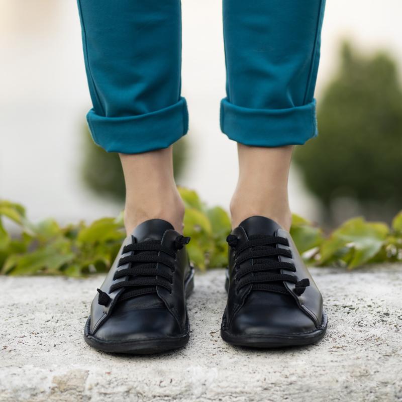 GITA bohemian FEKETE kézműves bőr cipő